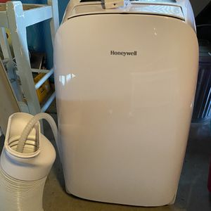 Honeywell portable air conditioner with dehumidifier and remote control for Sale in Issaquah, WA