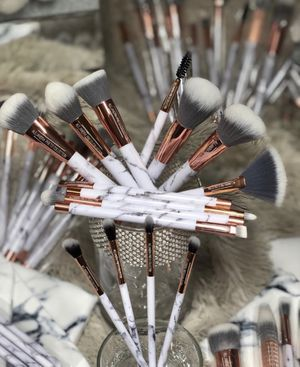 Makeup brushes read description for Sale in Chicago, IL