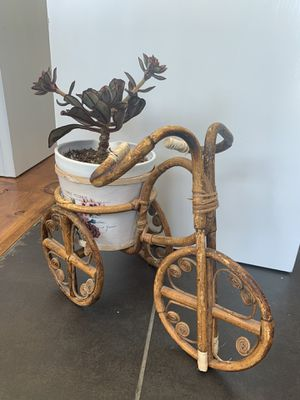 """Rattan bicycle plant holder w/ 6"""" basket for Sale in Las Vegas, NV"""