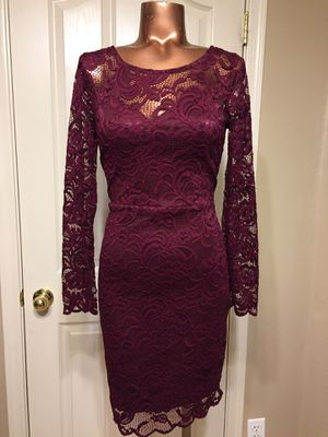 BURGUNDY LACE DRESS SIZE MEDIUM ♥️♥️ for Sale in Maricopa, AZ