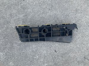 OEM 2010-2011 Toyota Prius bumper bracket passenger for Sale in Covina, CA