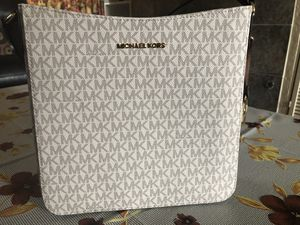NWT Michael Kors crossbody bag for Sale in Milpitas, CA