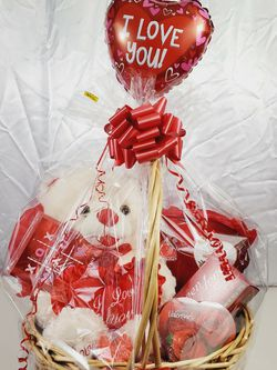 "Large Valentine's Day Love Gift Basket Plush Chocolates Candy Bear 30""🧸❤ for Sale in Queens,  NY"
