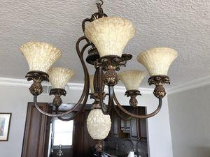Dining room chandelier for Sale in Dania Beach, FL