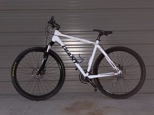 GIANT Roam 1 - Mountain Bike - Size L for Sale in San Diego, CA