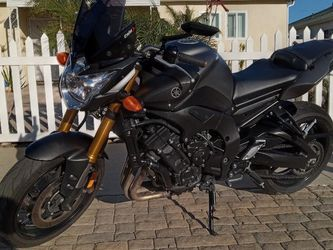 2012 YAMAHA FZ08 BLACK KNIGHT NAKED STREET FIGHTER. NEVER BEEN DOWN!!! GREAT COMMUTER & GAS SAVER for Sale in Los Angeles,  CA