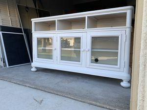Console table (credenza) from Bassett for Sale in Oceanside, CA