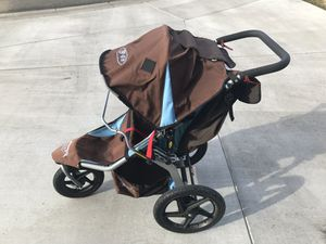 Bob stroller with thorn resistant tubes for Sale in Yakima, WA
