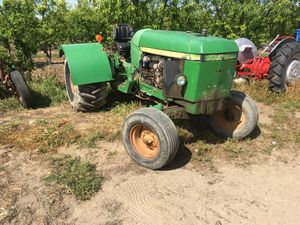 John Deere 2640 low profile (77hp) 4 Cylinder Diesel engine tractor for Sale in Reedley, CA