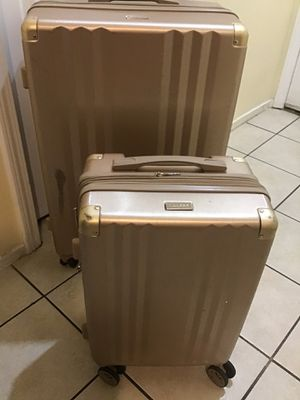 "Calpak 2pc RoseGold Luggage set / 1 carry-on 22"" and 1 large 30"" check in used in good condition minor scuff on outside exterior clean inside for Sale in Las Vegas, NV"