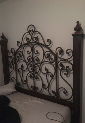 Queen size head board for Sale in Collinsville, TX