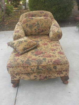 Lounge Chase Couch Chair With Pillows for Sale in Clovis, CA