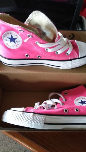 Converse brand-new hot pink for Sale in Milwaukee, WI