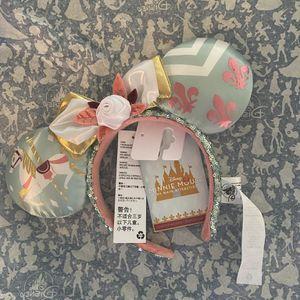 Disney Minnie Mouse: The Main Attraction King Arthur Carousel Headband limited for Sale in Woodbridge, VA