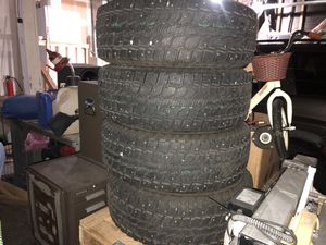 Studded WINTERCAT Snow tires 265/70-17 for Sale in Snohomish, WA