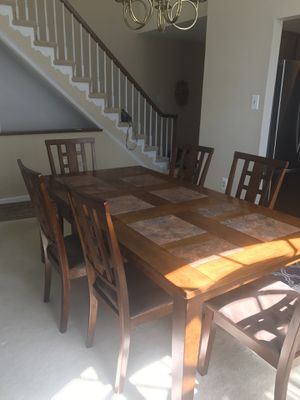 Dining room table and 6 chairs for Sale in Alexandria, VA