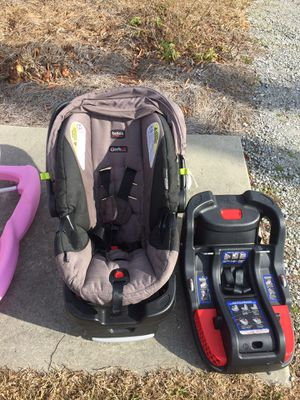 Britax infant car seat with extra base for Sale in New Bern, NC