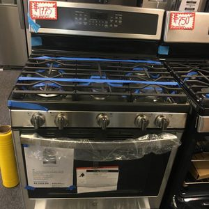 NEW SCRATCH AND DENT GE STAINLESS STEEL 5 BURNERS GAS STOVE WITH WARRANTY for Sale in Laurel, MD