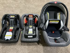 Graco car seat, two connectors, infant insert for Sale in Dublin, OH