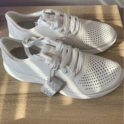 Croc LiteRide Shoes, size 9 for Sale in Henderson,  NV