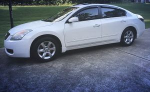 very clean altima nissan 2008 for Sale in Detroit, MI