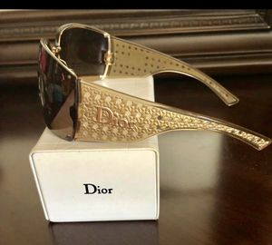 Christian Dior Ladies Sunglasses Comes w/ Box!100% Authentic BRAND NEW! for Sale in Elmhurst, IL