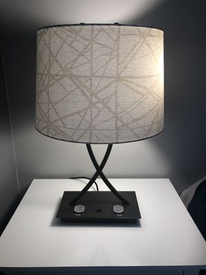Table lamp 2 way light 💡 for Sale in Morrisville, NC