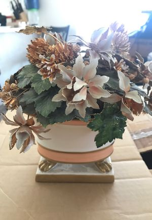 Glass/metal flower pot decoration for Sale in Adelanto, CA