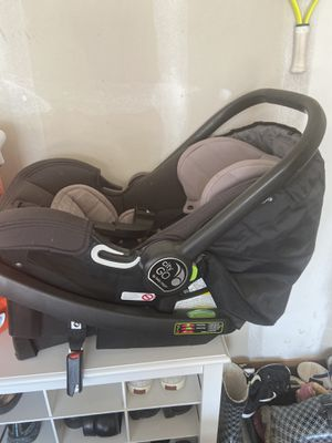 City Go Car Seat and Base for Sale in Clarence, NY