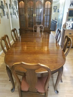 Beautiful Solid Cherrywood Dining Set with Lighted Hutch for Sale in Glendale, AZ