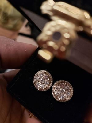 14kt gold diamond cluster earrings 3.50 ctw diamond weight colo or g-h for Sale in New York, NY