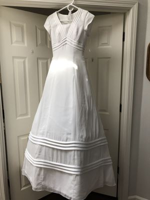 Size 4 wedding dress, veil and tiara for Sale in Vancouver, WA