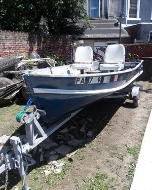 14ft aluminum boat with a gas engine and Trolli engine for Sale in Philadelphia, PA