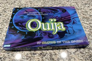 Parker Brothers 1998 Glow In The Dark Ouija Board The Mysterious Mystifying Game for Sale in Aliquippa, PA