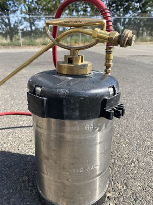 B & G (1Gal stainless steel sprayer) for Sale in Grandview, WA