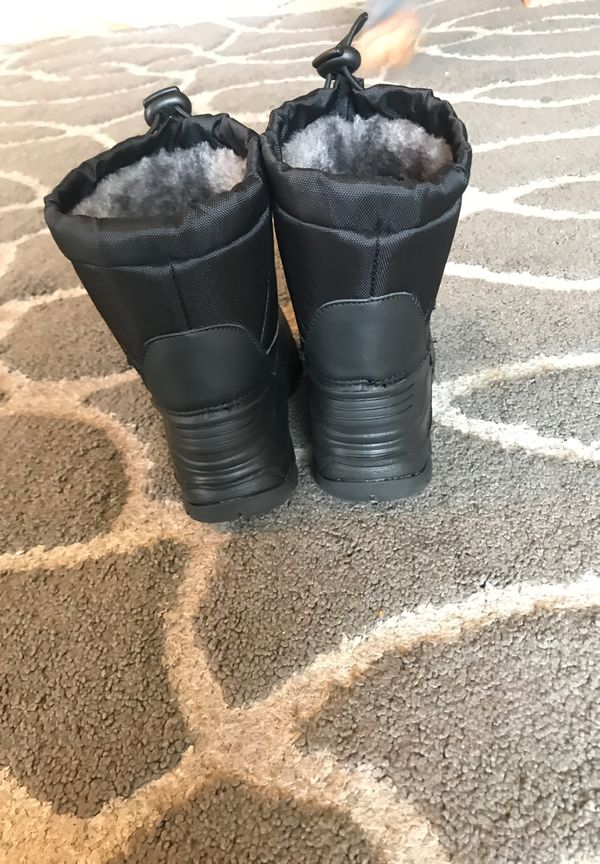 Dream kids snow boots size 6 new without tag