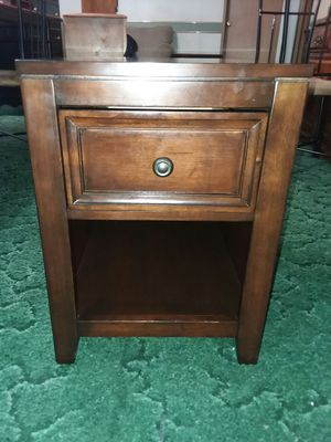Nice solid wood end table for Sale in Entiat, WA