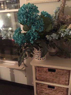 Flower arrangement with vase-centerpiece for Sale in Nashville, TN