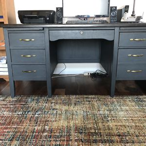 Oak Desk With Chair for Sale in Lemoore, CA