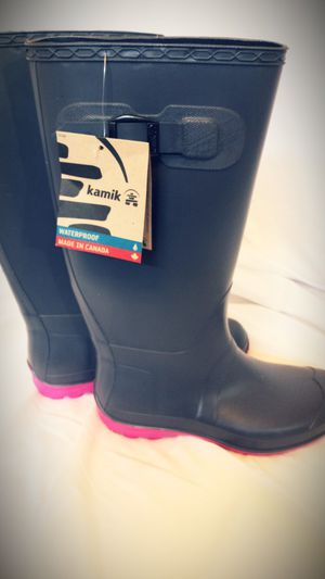 New Womens kamik rain boots size 7 for Sale in Charlotte, NC