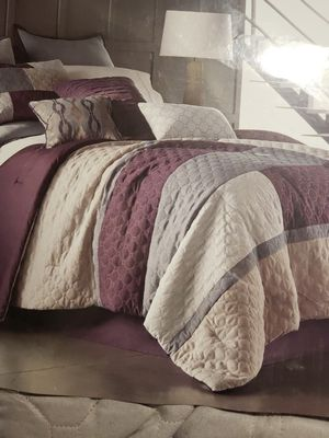 Queen 7 piece comforter set for Sale in Columbus, OH