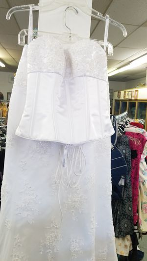 Sz: 04 The wedding dress you've been looking for! :) for Sale in Rialto, CA