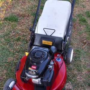 Toro self propelled lawnmower with bag for Sale in San Bernardino, CA