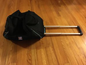 Liz Claiborne Rolling Duffle Bag for Sale in Miami, FL