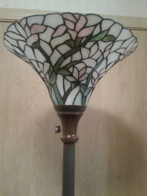 Tiffany style pole lamp**PENDING PICK UP** for Sale in Lynnwood, WA