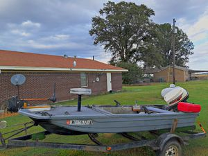 14 ft bass boat for Sale in Belzoni, MS