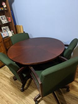 """Gaming table 48"""" round with four rolling chairs for Sale in Gaithersburg,  MD"""
