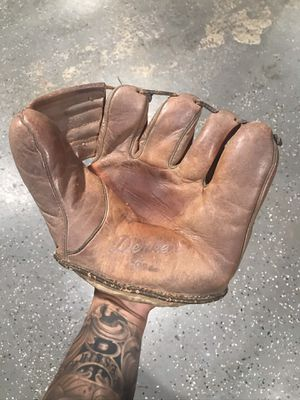 1950s vintage Baseball glove for Sale in Fontana, CA