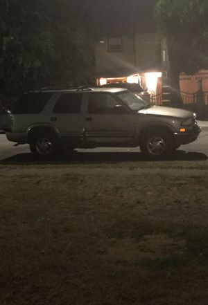 Hi I'm selling my 2000 Chevy blazer LT regular radio 4x4 it's registered July 2019 tags Clean title im asking 3500 obo for Sale in San Leandro, CA