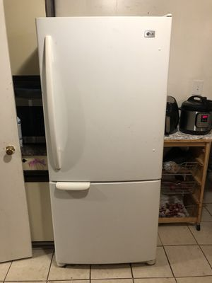 Good working LG Refrigerator with Bottom Freezer for Sale in Falls Church, VA